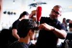 fryzjer podczas pracy