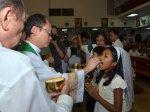 dzieci podczas I komunii świętej